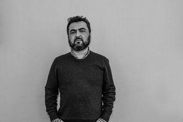 """Óscar Contardo: """"Si la discusión de la élite es irse a la playa o no, significa que le importa un rábano el resto"""""""