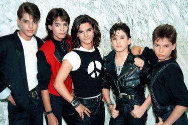 Súbete a mi moto: serie contará los secretos de Menudo, la primera banda de Ricky Martin