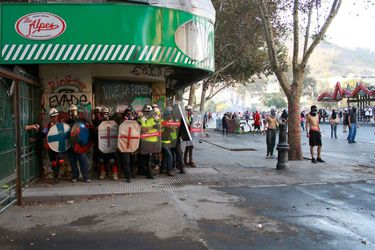 """Gobierno se querella por Ley Antibarricadas contra los 44 """"primera línea"""" detenidos por Carabineros en Plaza Italia"""