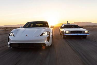 ¿Cuál es la conexión entre el Porsche Taycan y el mítico DeLorean de 'Volver al Futuro'?