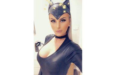 Influencer que se disfrazaba de Catwoman fue sentenciada a dos años de prisión en Australia