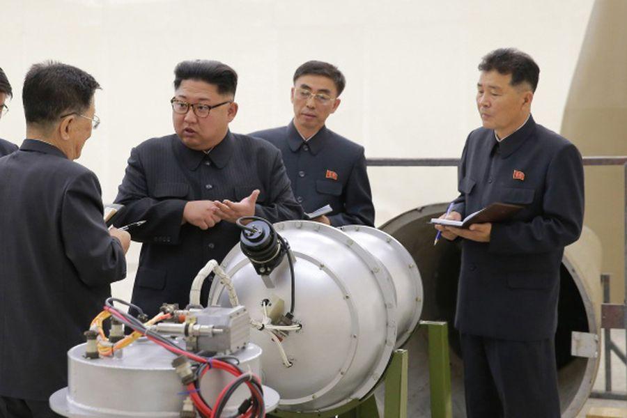 ¿Es realmente una bomba de hidrógeno avanzada la que mostró Corea del Norte en una fotografía junto a Kim Jong-un? - La Tercera