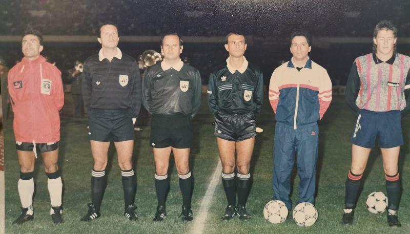 Nicolás Villamil, junto a Jaime Pizarro y los jueces Carlos Robles, Iván Guerrero y Hernán Silva, antes del primer partido de la Copa Libertadores de 1991, entre Concepción y Colo Colo.