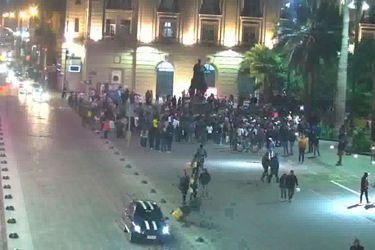 Peruanos y colombianos se unen a celebrar en Plaza de Armas