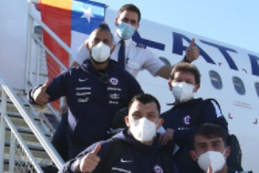 Con Vidal a la cabeza: la Roja deja Santiago rumbo a Brasil