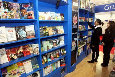 """Acusan """"irregularidades"""" en compra de libros del Ministerio de Educación"""