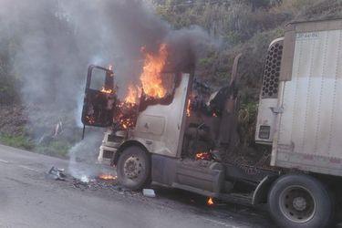 Desconocidos realizan nuevos ataques incendiarios a camiones en las regiones del Biobío y La Araucanía