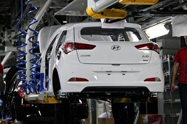 2015-hyundai-i20-enters-production-first-deliveries-slated-by-year-s-end-photo-gallery-87838_1