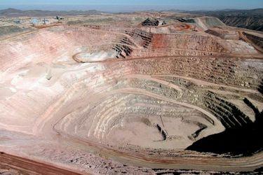 Crisis por Covid-19 lleva a BHP a iniciar reducción de actividades en Cerro Colorado y ofrecerá plan de retiro a sus trabajadores