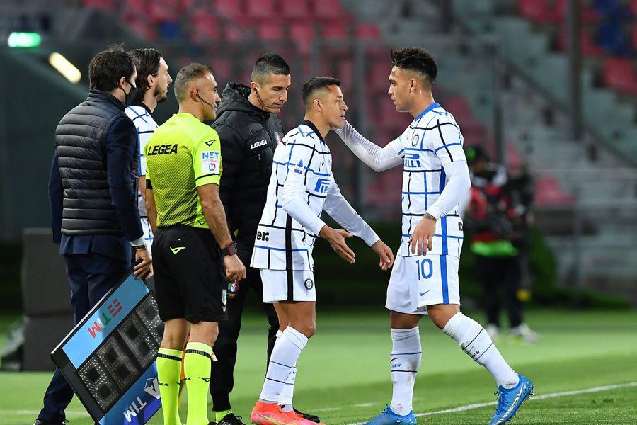 Los compañeros de equipo que se pueden enfrentar en el duelo de Eliminatorias entre Argentina y Chile.
