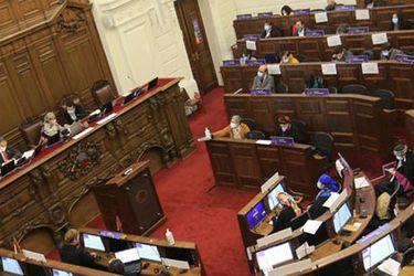 Debate jurídico por renuncia de convencionales