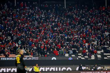Multa y ausencia de público detrás de los arcos: la FIFA vuelve a sancionar a Chile por culpa de los hinchas