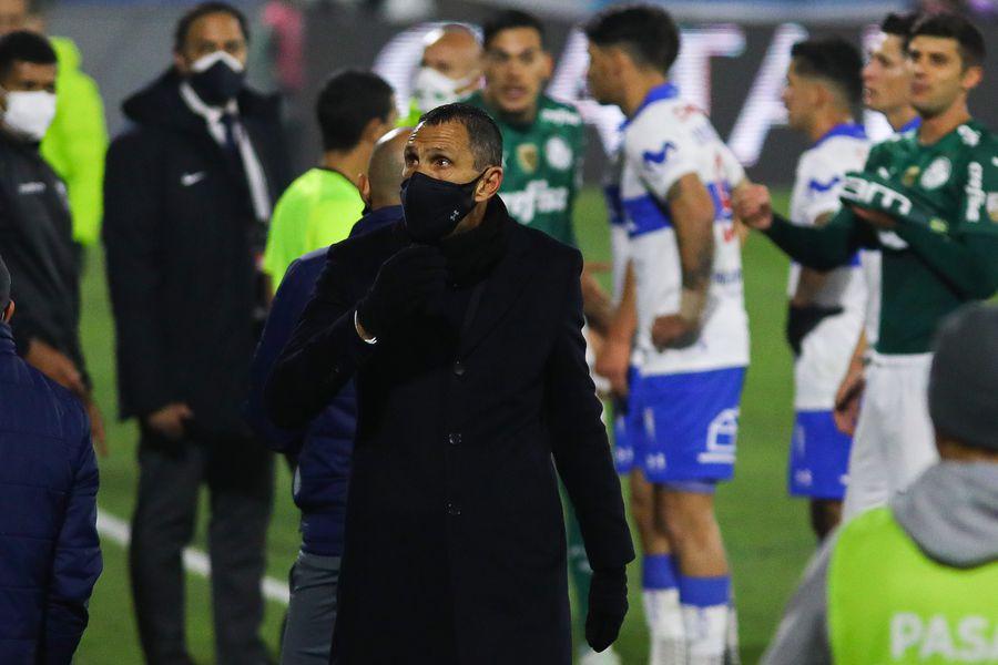 Gustavo Poyet lamentó la eliminación de la UC ante Palmeiras y dijo estar orgulloso de sus jugadores.