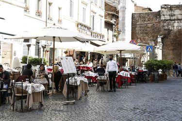 Italia reabre restaurantes, cines y museos y primer ministro presenta plan de recuperación económica