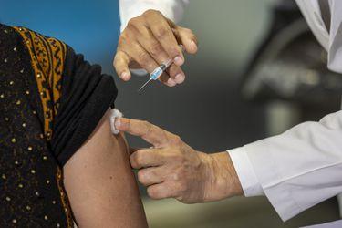 Error en proceso de vacunación en San Bernardo: al menos 10 personas recibieron segunda dosis de Sinovac cuando les correspondía la de Pfizer