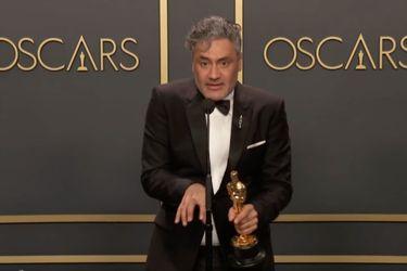 Taika Waititi celebró su Oscar criticando los teclados de Apple