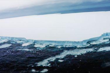 Colosal iceberg se desprende en la Antártica: es seis veces más grande que Santiago