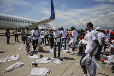 Migrantes haitianos devueltos por EE.UU. regresan a su país incapaz de acogerlos