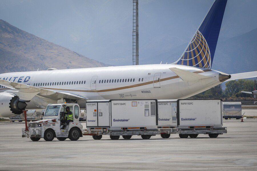 Llegada del segundo cargamento de vacunas de Sinovac al aeropuerto Arturo Merino Benitez, el pasado 31 de enero.