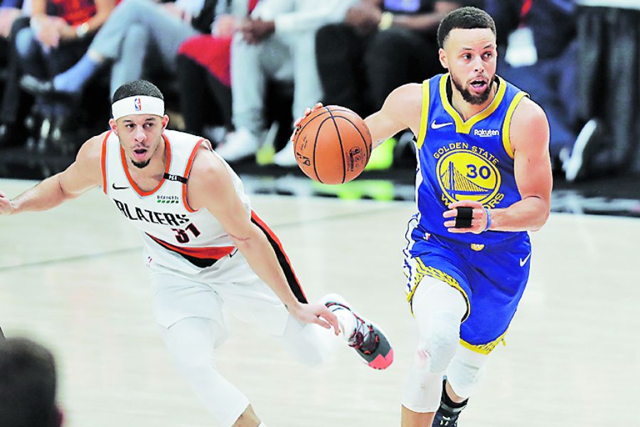 Warriors_Trail_Blazers_Basketball_70106