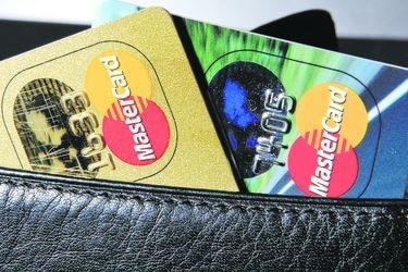 Mastercard baja tasas de intercambio, pero no deja conforme
