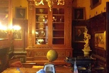 Reportan millonario robo en especies desde casa de coleccionista Raúl Schüler