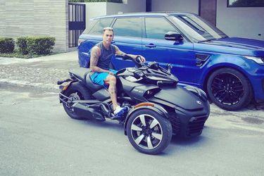 Así es la estilosa nueva motocicleta de Edu Vargas