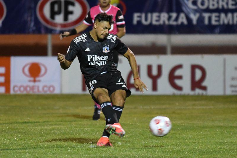Iván Morales convierte de penal el 2-0 parcial de Colo Colo ante Cobresal en El Salvador. Gracias a su doblete, el Cacique terminaría quedándose con los tres puntos. Foto: AgenciaUno.