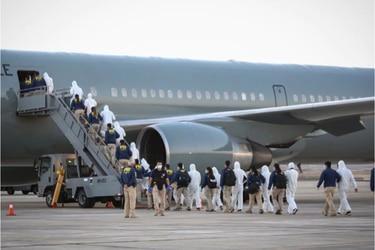 $ 1.500 millones, 15 vuelos y 180 pasajeros: el contrato del Ministerio del Interior con Sky Airlines para expulsar a extranjeros