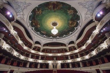 El Teatro Municipal de Santiago pospone para 2021 y 2022 su temporada actual