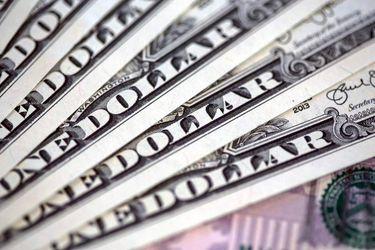 Dólar se encamina a cerrar julio con su mayor caída mensual histórica en medio de inédito retiro de fondos de AFP