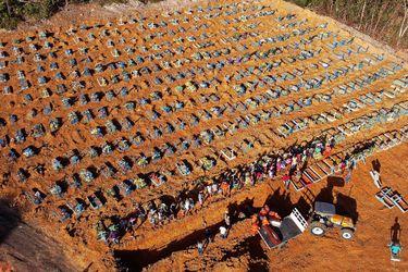 """""""Estado de calamidad"""": Alcalde de Manaos asegura que no hay hospitales y víctimas de coronavirus deben ser enterradas en fosas comunes"""