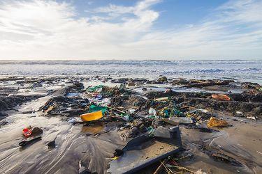 Proyecto de la Universidad de Chile busca potenciar el reciclaje químico: el nuevo aliado de los océanos