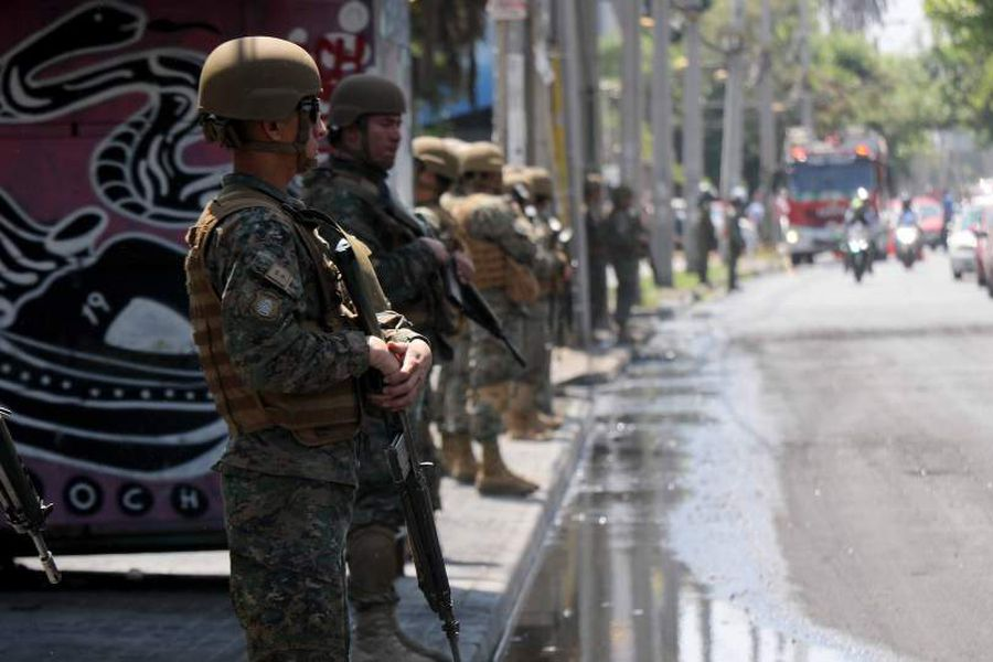 Militares resguardan Bomaba Maipu