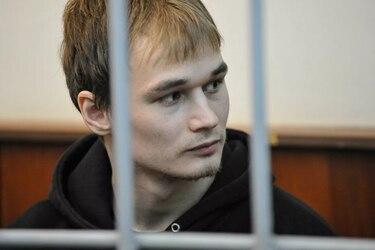 Condenan a seis años de prisión a estudiante que rompió una ventana de la sede del partido de Putin