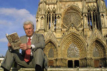 Ken Follett publicará texto inédito sobre Notre Dame y donará los derechos para la reconstrucción