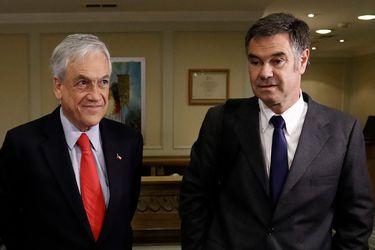 """La broma de Piñera a Ossandón: """"Cada vez que el senador se cae, yo lo tengo que levantar"""""""
