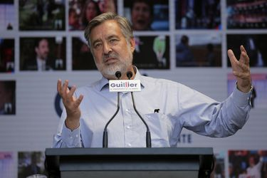 Candidato Presidencial Alejandro Guillier firma compromiso con la cultura.