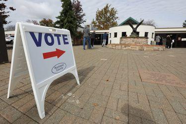 Los problemas que pueden enfrentar los votantes trans en la elección presidencial de EE.UU.