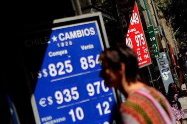 Bloomberg sobre el peso chileno: ni un alza a tasa de interés salvaría a la peor moneda emergente