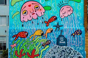 Mon Laferte realiza un nuevo mural en Valparaíso