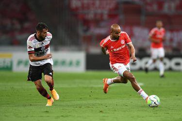 Isla asiste en agónico empate del Flamengo