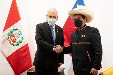 Perú: Piñera se reúne con Castillo en Lima y extiende gira en el vecino país por un día más