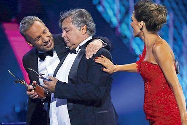 Ernesto Belloni espanta sus fantasmas con caótico show y Ana Gabriel triunfa