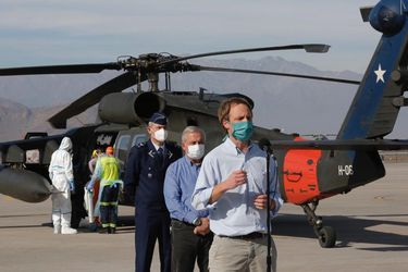 Primer traslado en helicópteros Black Hawk: Dos pacientes de Maipú son derivados a hospital de Talca pese a reparos previos de alcalde maulino