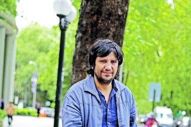 "Alejandro Zambra: ""Son días feroces, de las marchas pasamos a la distancia social"""