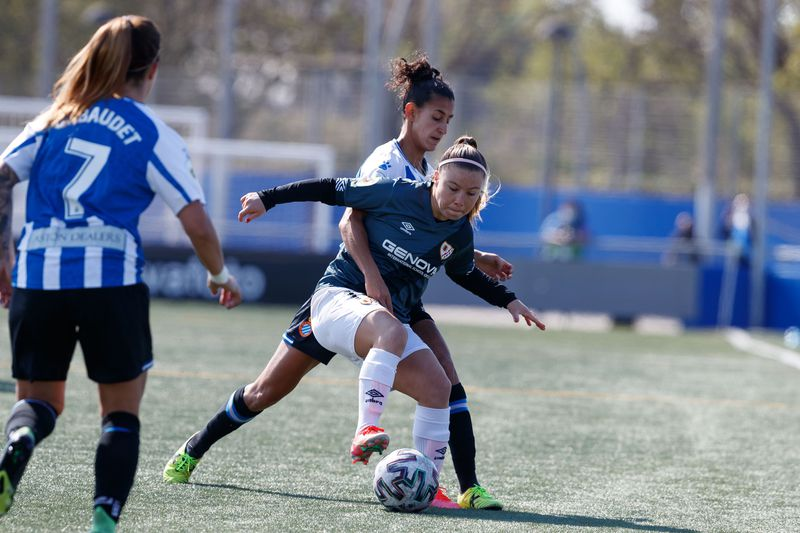 Yanara Aedo, durante el partido entre el Rayo Vallecano y el Español. FOTO: @RayoFemenino / Twitter.