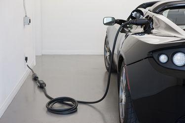 Roadster_2.5_charging1