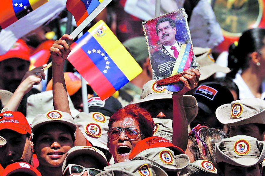Supporters of Venezuela's President Nicolas (42627181)