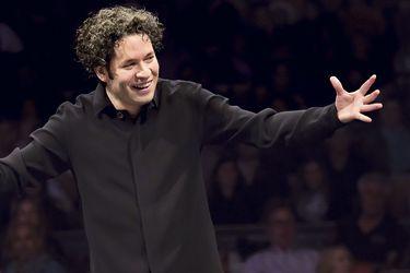Gustavo Dudamel volverá a Chile para homenajear a su maestro